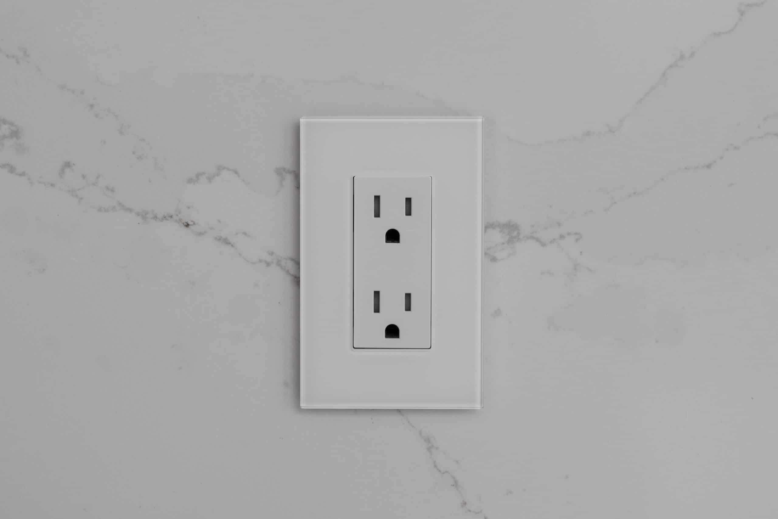 Lutron Palladiom White Glass Receptacle