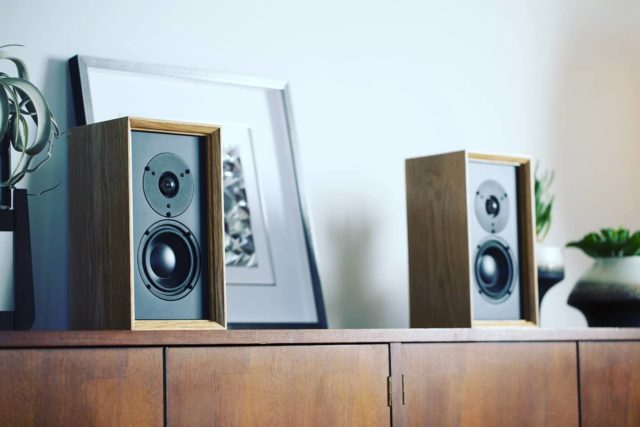 Hope you're having a great Friday! ~ Pictured: Leon Speakers Timbre Ti44UX bookshelf speakers 🔊 ~ Learn more, link in bio!