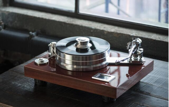 Vinyl's back? It never left! Pro-ject Signature 12 Audiophile Turntable, available in 5 colors. Learn more, link in bio! * * * #av #audio #video #custom #electronics #technology #smarthomemiami #smarthome #sound #beautiful #turntable #vinyl #hifi #hometheater #hometheatermiami #homeautomation #homeautomationmiami #interiordesignmiami #luxurylifestyle #luxury #southflorida #behappy #behealthy #beintelligent